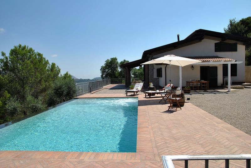 Villa Aromatique con Piscina